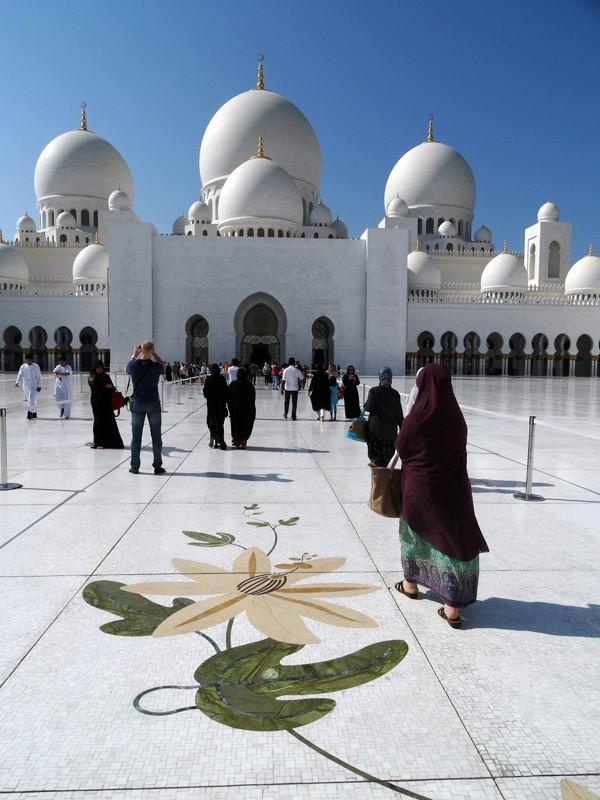 Curtea interioara - accesul spre moschee