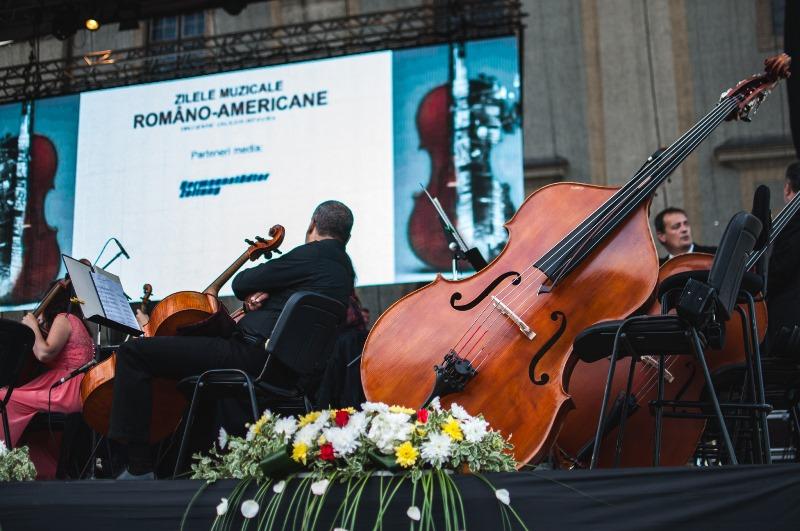violoncel_Piata Mare