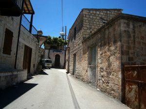 Fyti - Cipru: stradă cu case tradiţionale