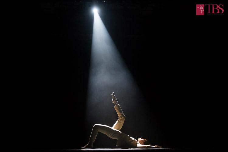 Singurătatea - din întuneric, în lumină, la TBS