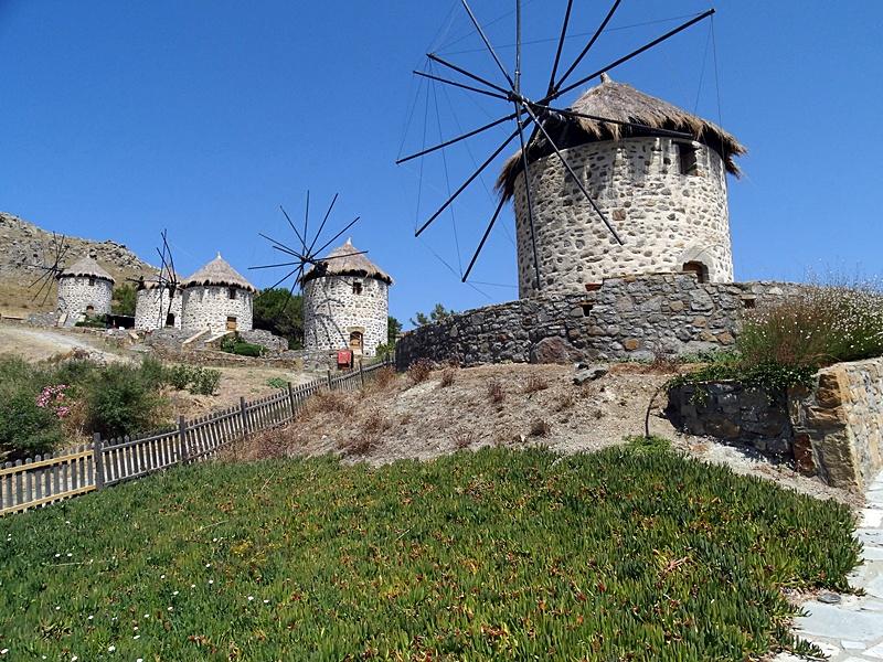 Limnos - satul Kontias - complex turistic în mori de vânt restaurate