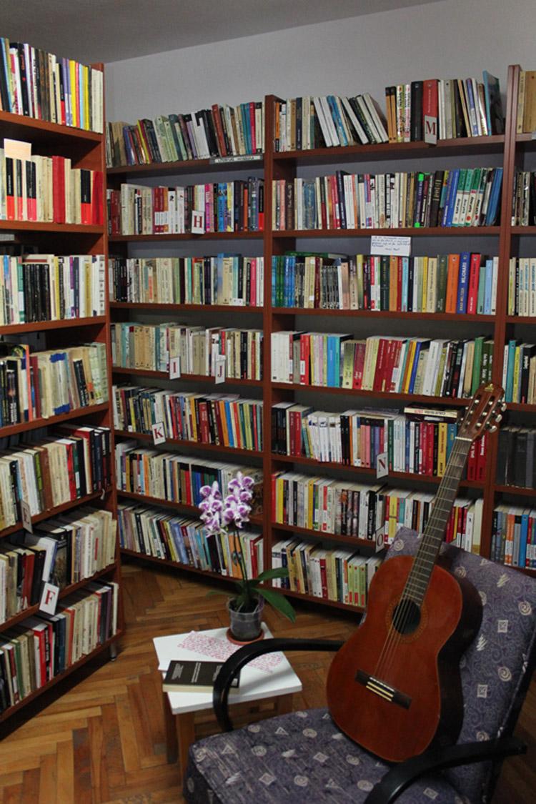 Povesti din biblioteca