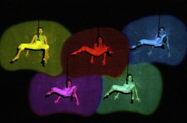 Brenda Angiel Aerial Dance Company. Tango la înălțime
