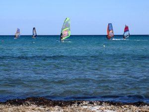 Insula Lemnos - windsurferi pe plaja din Keros